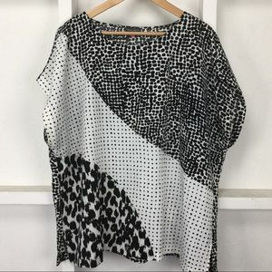 Vince Camuto B&W 80's Feel Bold Blouse